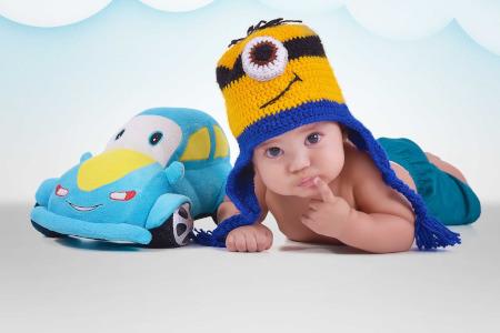 enfant bonnet voiture peluche